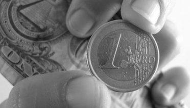 Para cubrir el riesgo del tipo de cambio una buena opción puede ser contratar acumuladores de divisas
